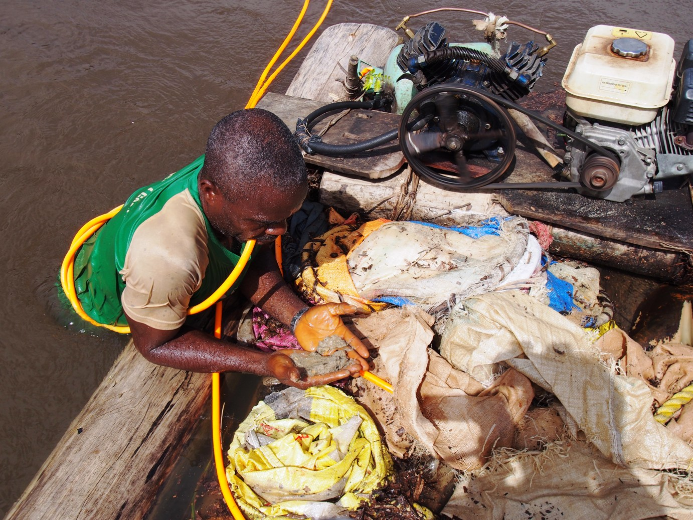 Diamond digging in the river, Liberia